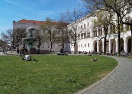 Sibling-scholl-Platz-Platz Munich on foot